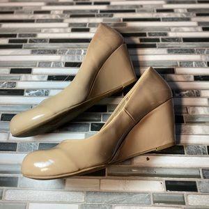 CL by laundry women's wedge heel
